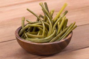 Плюсы и минусы выращивания черемши из семян и луковиц