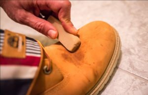 Чистка коричневой обуви