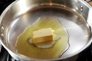 Омлет с начинкой из овощей и сыра чеддер