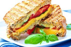 Сэндвич с курицей и манго