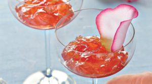 Желе из яблок с лепестками роз