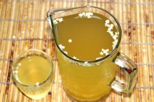 Ароматный напиток из цветков бузины