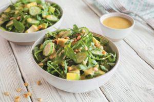 Салат из одуванчика с кедровыми орешками