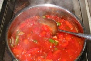 Холодный томатный суп с базиликом