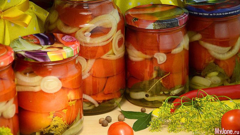 Маринованные половинки помидоров