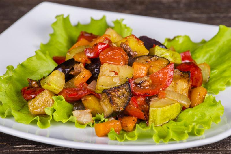 Рецепт салата из консервированных баклажанов с перцем