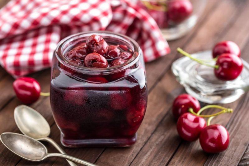 Все секреты вишневого варенья с косточками