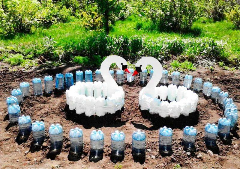 Декорации на даче своими руками — прекрасный лебедь из обычных пластиковых бутылок