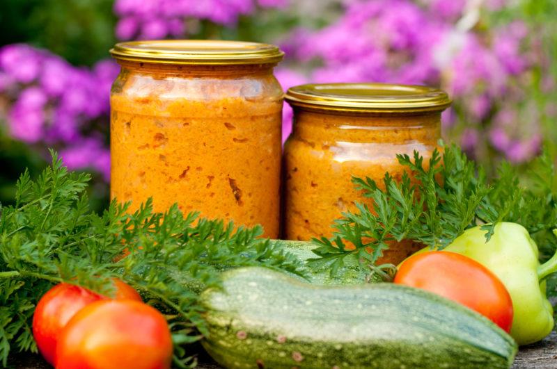 Разбираемся, что из вкусненького можно приготовить на зиму еще в августе — 5 интересных вариантов заготовок